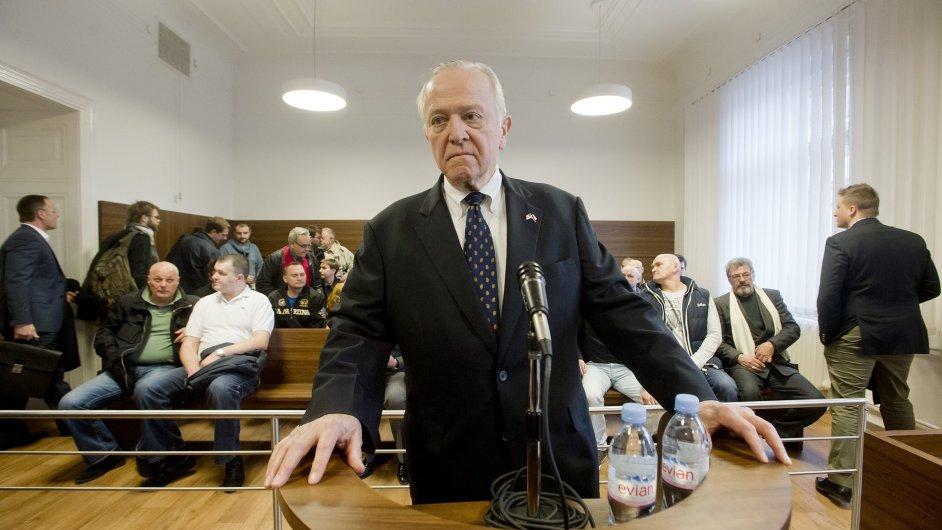 Bývalý předseda dozorčí rady Tatry William J. Cabaniss jako svědek u soudu