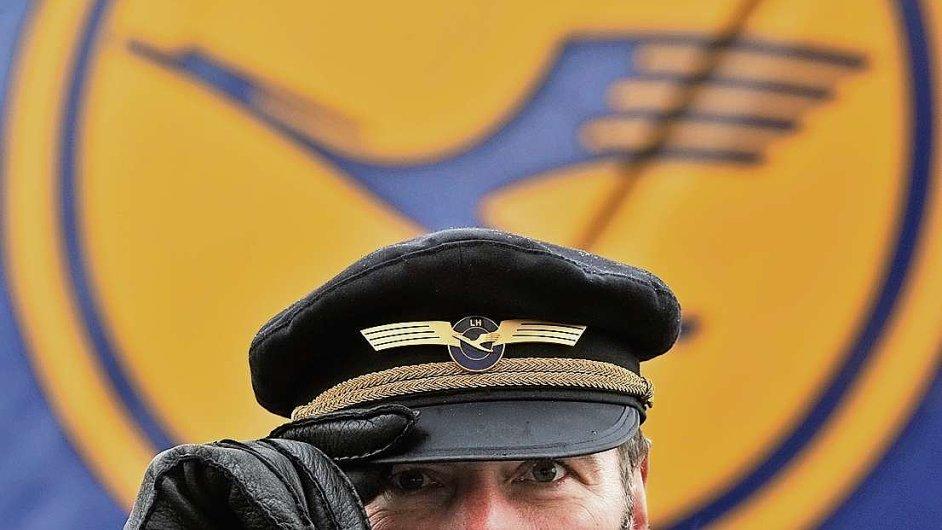 Piloti požadují zvýšení platu o deset procent během dvou let.