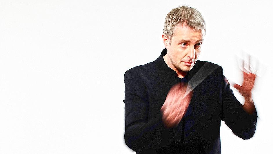 Úterní koncert bude dirigovat Alexander Liebreich.
