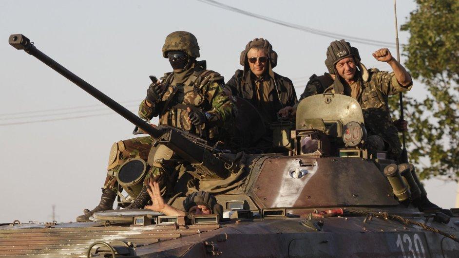 Ukrajinští vojáci u Mariupole