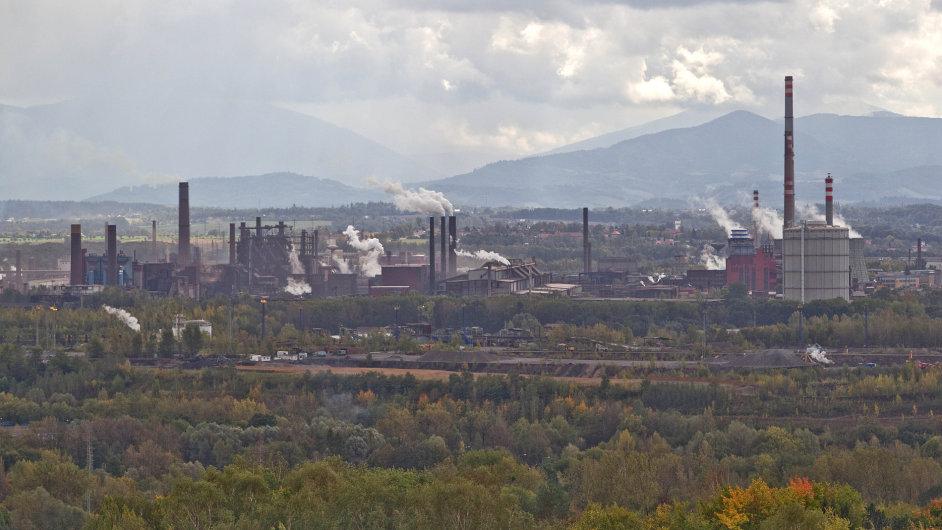 Arcelor Mittal vyrábí ocel také v Ostravě, pohled z haldy Ema.