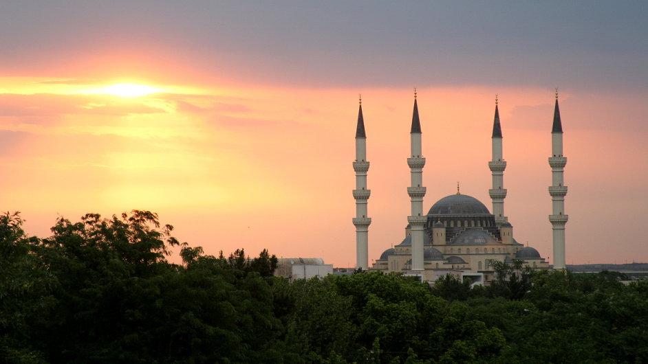 Mešita v Turkmenistánu.