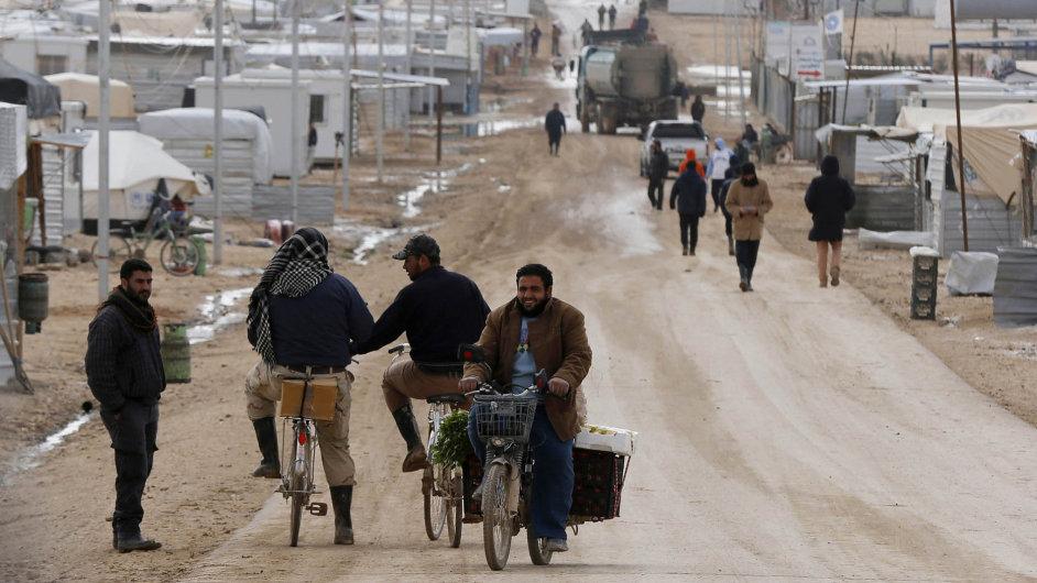 Uprchlické město: Tábor Zátarí je největším shromaždištěm uprchlíků ze Sýrie v Jordánsku.