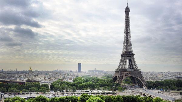 Zadržený pár se chystal spáchat atentát. Jejich terčem mohla být Eiffelova věž - Ilustrační foto.