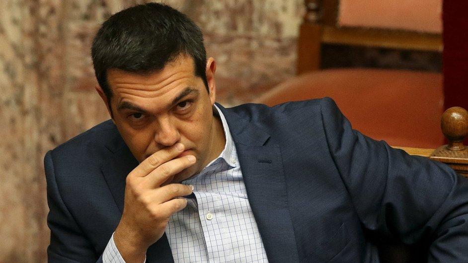 Tsipras chce ovládnout nový parlament, Syriza ale slábne.