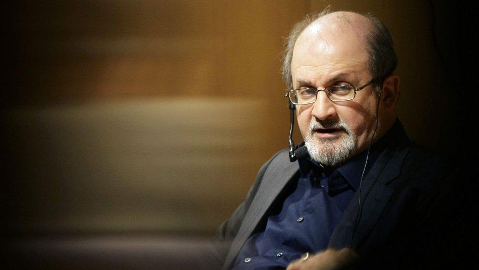Na Salmana Rushdieho (na snímku) uvalil íránský duchovní vůdce ajatolláh Chomejní fatvu, to zkomplikovalo i natáčení filmu podle jeho díla