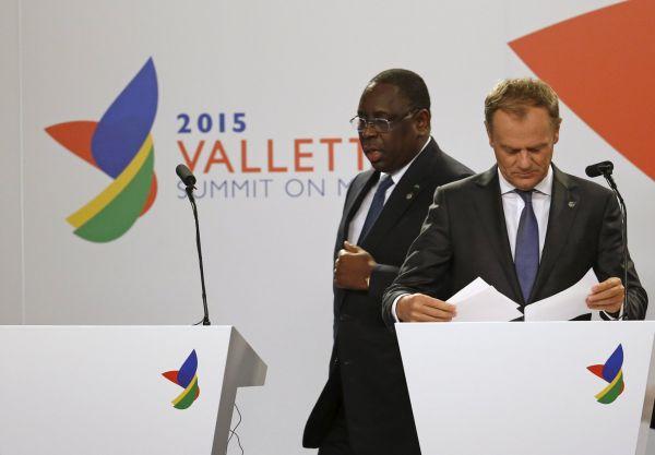 Prezident Senegalu Macky Sall a šéf Evropské rady Donald Tusk na tiskové konferenci ve Vallettě.