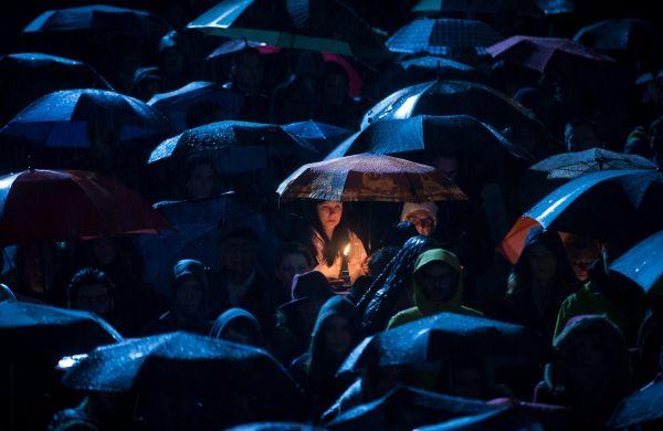 Lidé v Paříži stále truchlí.
