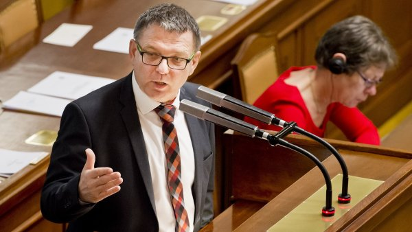 Někteří poslanci kritizovali Zaorálkovo vystoupení.