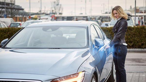 Volvo jako první nabídne odemykání auta pomocí telefonní aplikace.