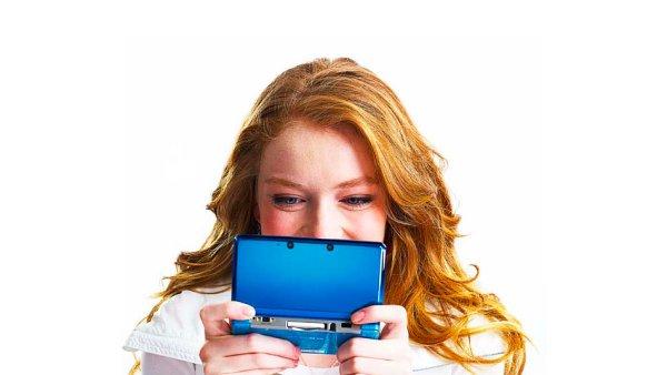 Nintendo 3DS pro hran� na cest�ch
