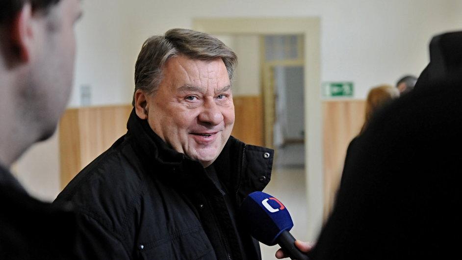 Policie obvinila z korupce chomutovského okresního soudce Ivana Nováka i advokáta Josefa Douchu (foto).