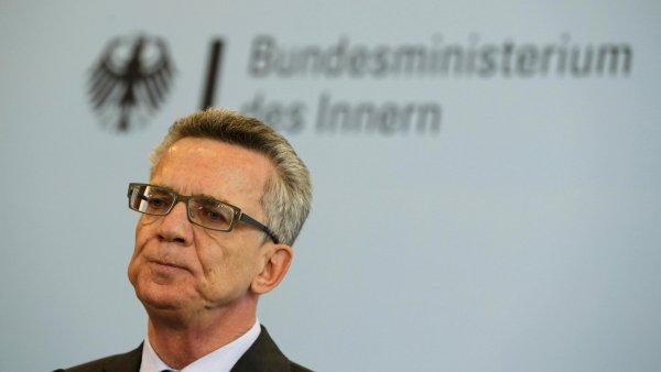 S návrhem trestat běžence, kteří se odmítají integrovat, přišel o víkendu německý ministr vnitra Thomas de Maizière.