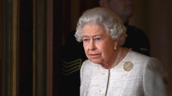 Královna Alžběta II. v Buckinghamském paláci