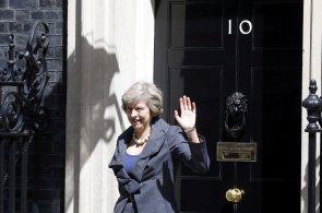 Britsk� premi�rka Theresa Mayov� utv��� novou vl�du, kter� by m�la vyv�st zemi z EU
