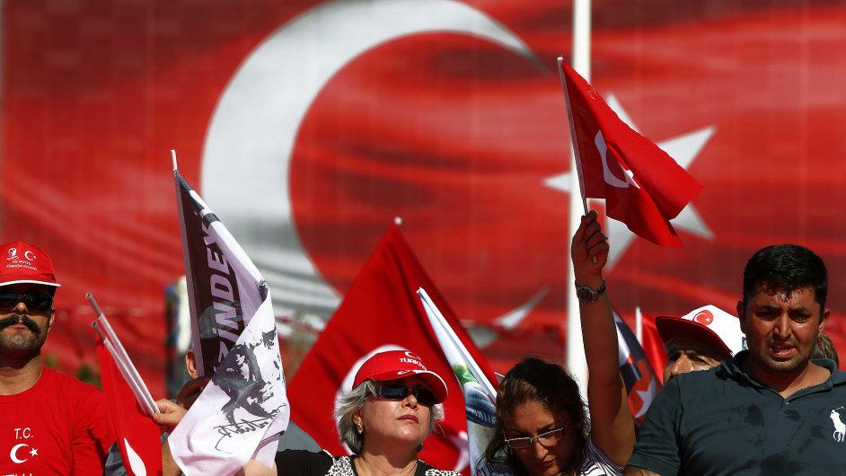 Nepovedený pokus o státní převrat a čistky, které pak spustil prezident Erdogan, mohou mít dopad nejen na turecké hospodářství.