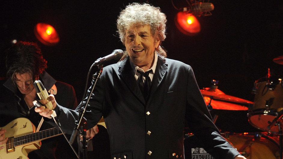 Bob Dylan se fotit nechává málokdy. Tento snímek pochází z koncertu v lednu 2012.