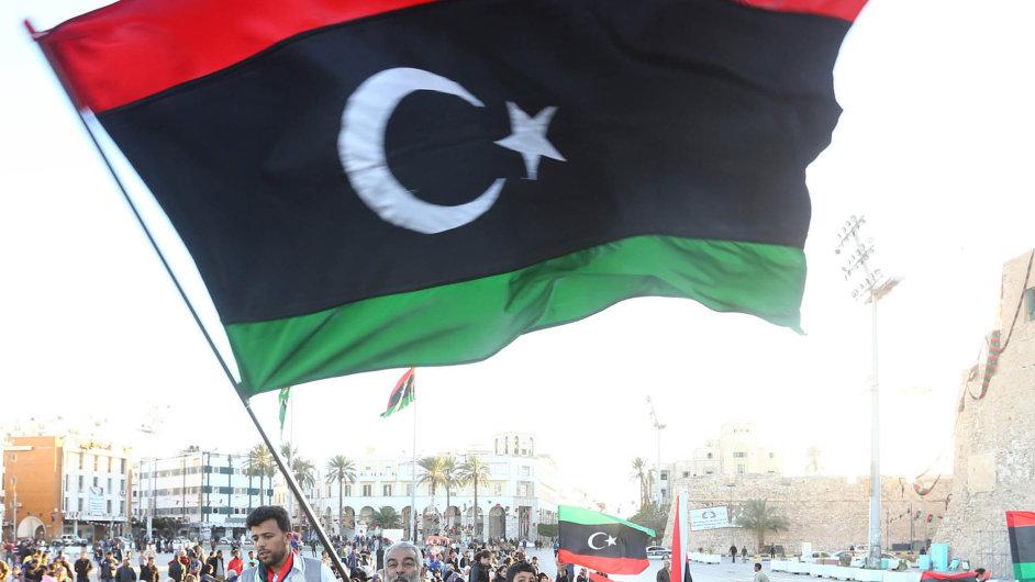 Protest vTripolisu. Obyvatelé hlavního města Libye demonstrují proti maršálu Chalífovi Haftarovi, který se snaží ovládnout zemi.
