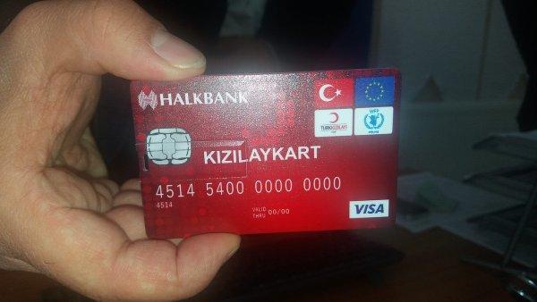 Turecko rozdává uprchlíkům platební karty se 700 Kč na měsíc.