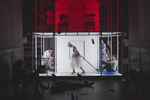 Snímek z generální zkoušky inscenace AnderSen pražského Divadla Na zábradlí.