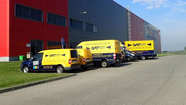 Datart založil vlastní nákladní flotilu pro rozvoz velkých zásilek, aby mohl zaručit kvalitu doručení i doprovodných služeb.