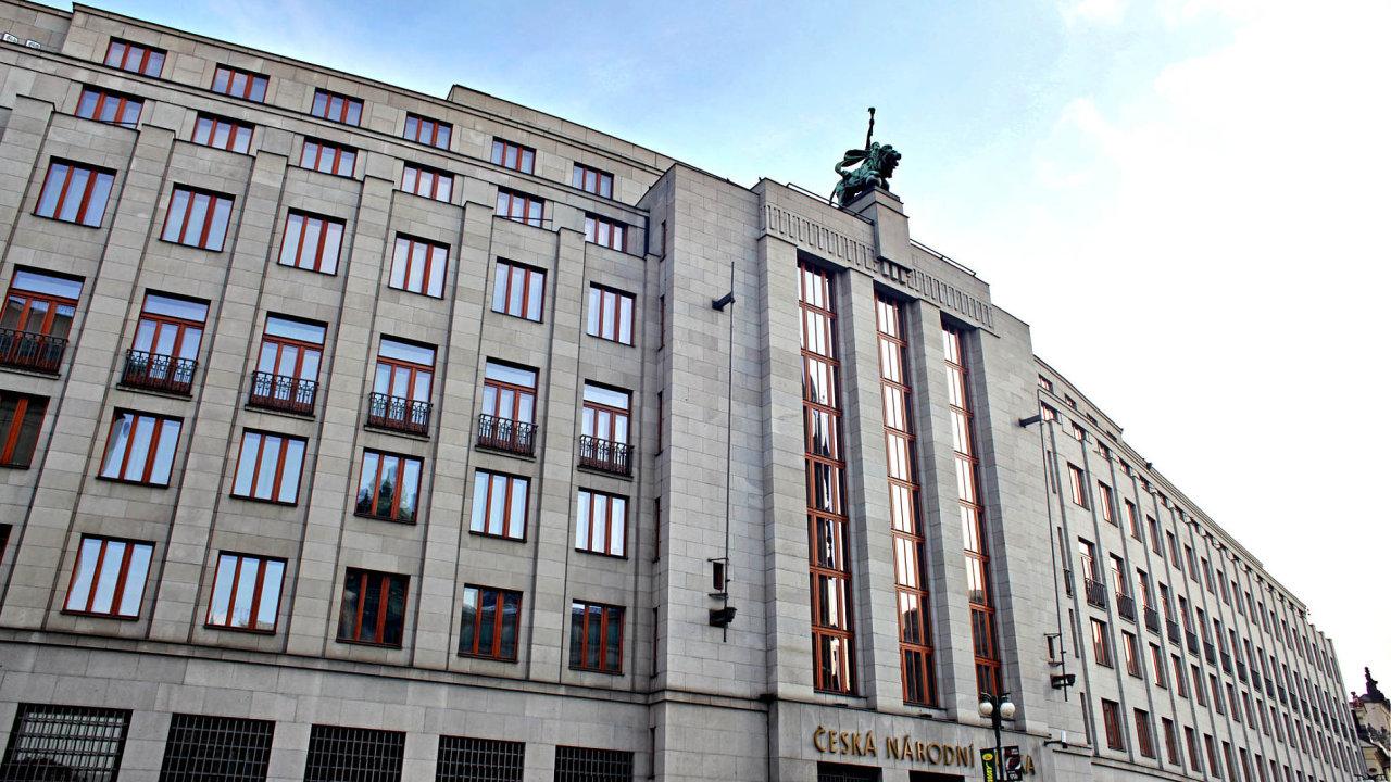 Češi vydělávají více a také si více půjčují. Dluh obyvatel meziročně stoupl o 8,7 procenta na 2,18 bilionu korun.