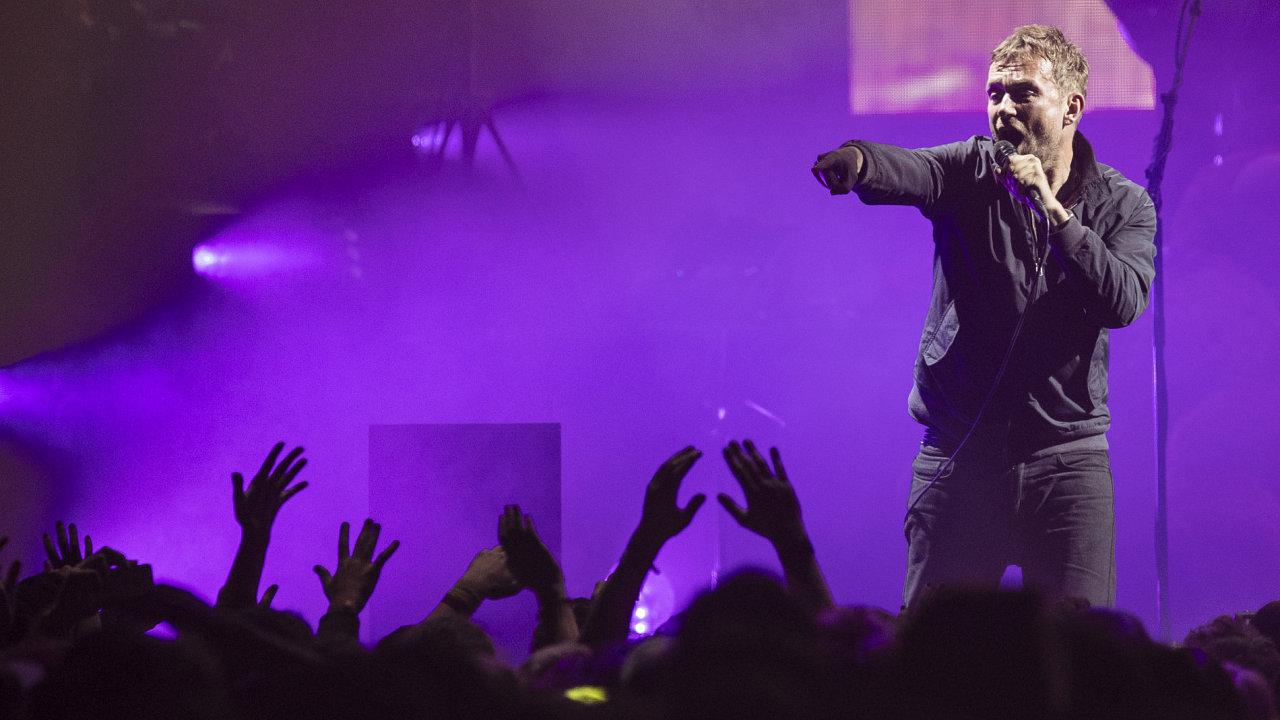 Snímek z koncertu Gorillaz v O2 areně.