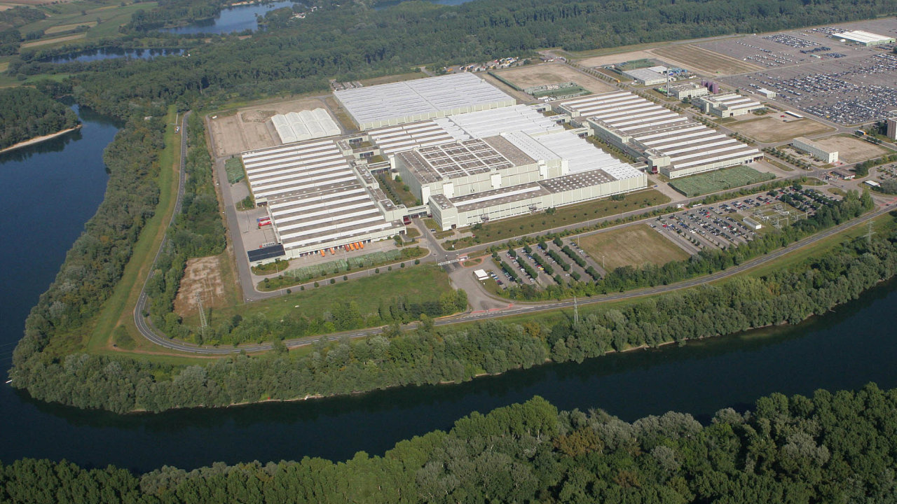 Obří sklad koncernu Daimler v německém Germersheimu. Podobný areál má teď vyrůst i ve středních Čechách.