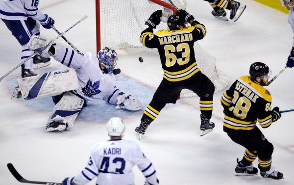 Pastrňák s Krejčím přispěli v NHL k postupu Bostonu