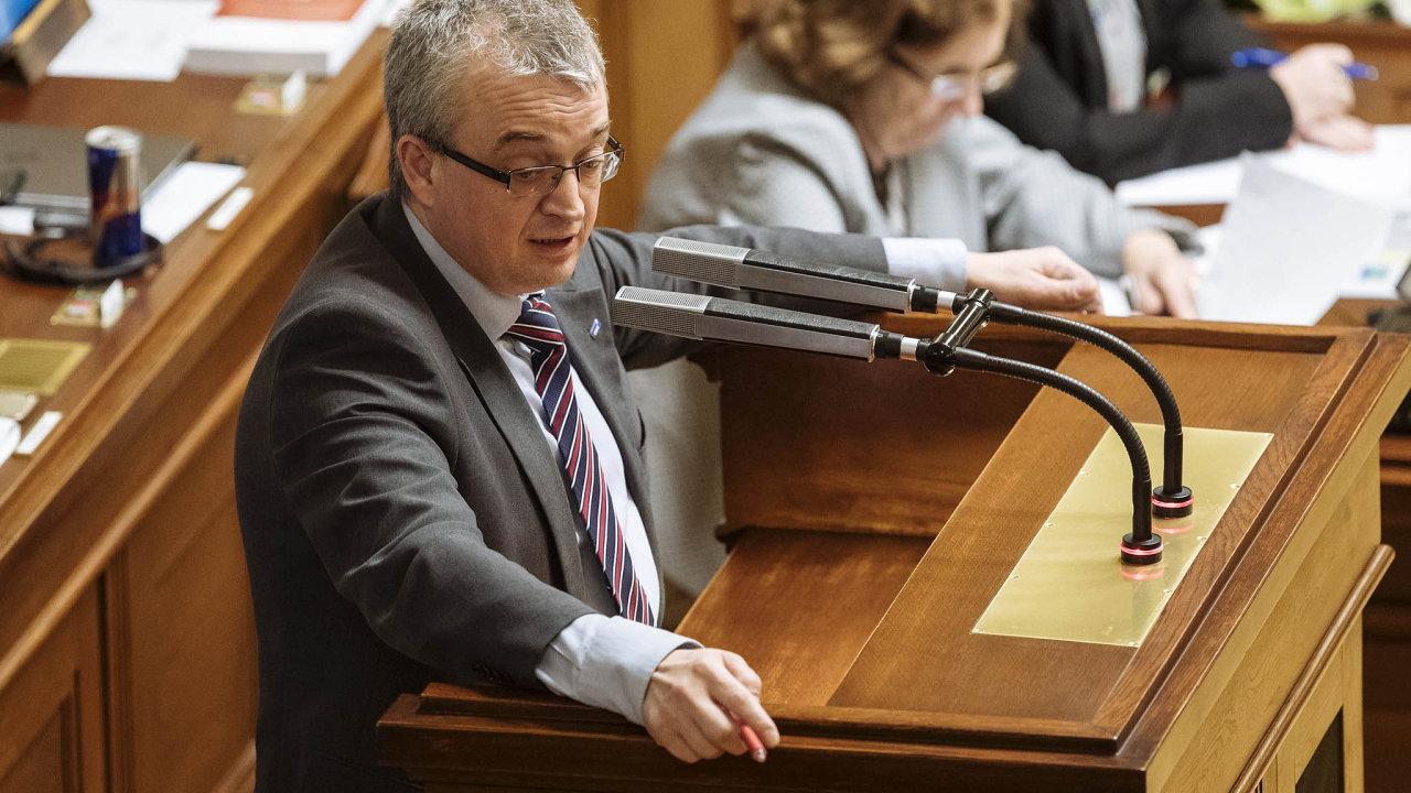 Marek Benda, autor návrhu zmírňujícího protikuřácký zákon, byl pro to, aby si malé podniky mohly vybrat, zda se v nich bude kouřit, či ne.