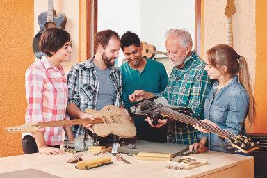 Podle vzdělávací společnosti MgC Group jsou týmy složené z lidí s různým původem a zkušenostmi kreativnější a přinášejí firmě lepší ekonomické výsledky.