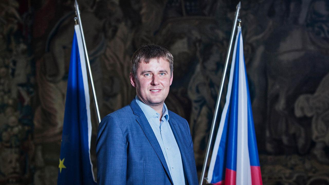 Petříček se stal ministrem zahraničí loni v říjnu poté, co ČSSD ustoupila Zemanovi a vzdala se nominace europoslance Miroslava Pocheho.