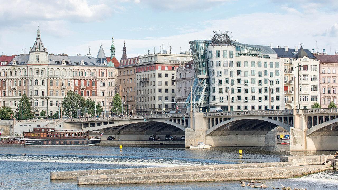 Přes 28 procent nových společností vzniklo v Praze, následoval Jihomoravský a Středočeský kraj s 11 procenty a Moravskoslezský kraj s devíti procenty.