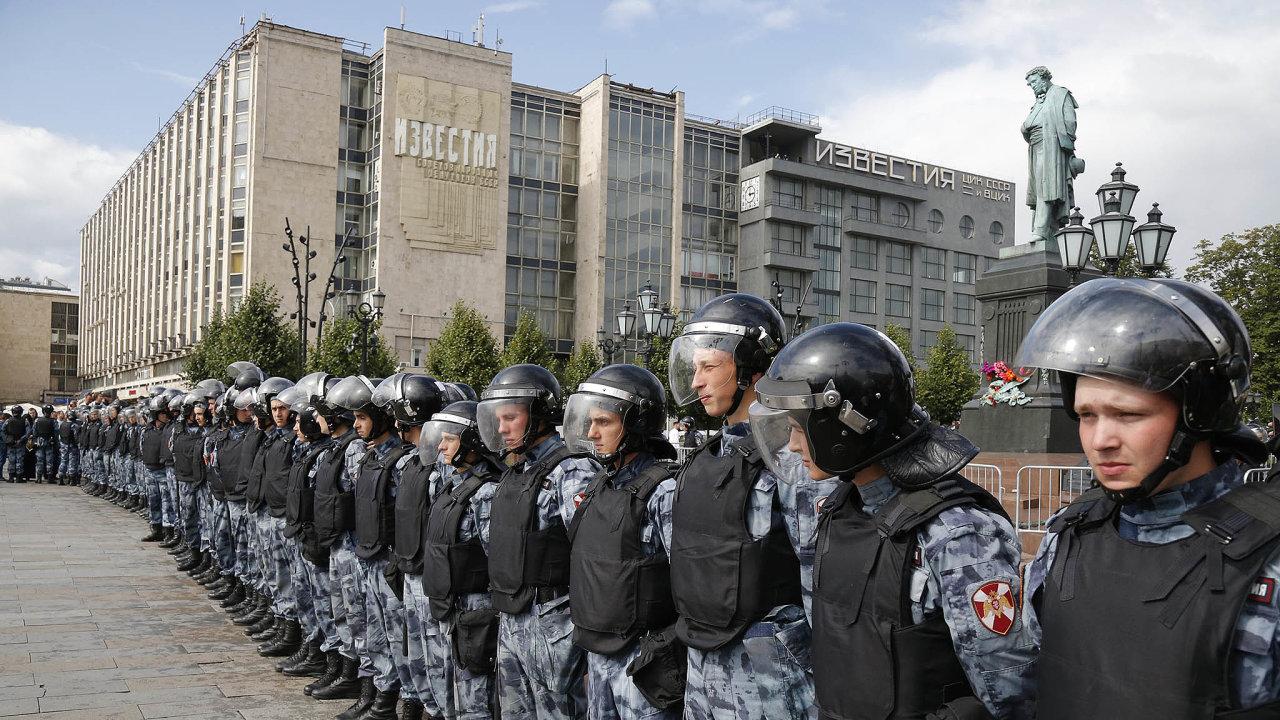 Ruské úřady tvrdě zasahují proti demonstrantům v Moskvě.