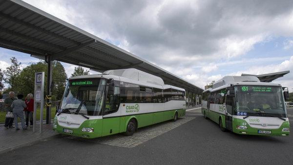 Weinhold Legal poskytla poradenství společnosti Transdev vsouvislosti snabytím skupiny 3 ČSAD, zahrnující například autobusové dopravce ČSAD Havířov, ČSAD Karviná, ČSAD Frýdek-Místek.