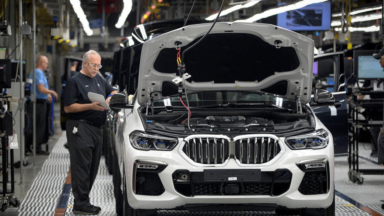 Německé automobilky by cla ze strany USA citelně zasáhla. A to i přesto, že velká SUV, na americkém trhu nejoblíbenější, často vyrábějí i za oceánem. Třeba BMW ve městě Greer v Jižní Karolíně.