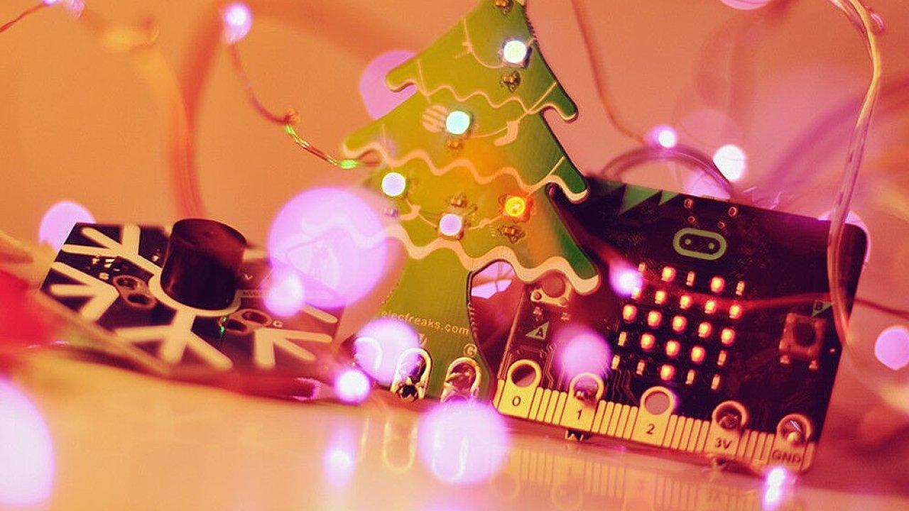 Dětské dárky nemusí být jenom videohry, konzole a telefony. Může to být třeba hi-tech stavebnice.