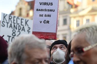 Tisíce lidí dorazily 1. března 2020 na Staroměstské náměstí v Praze na demonstraci na obranu demokratických institucí, kterou vyhlásil spolek Milion chvilek.