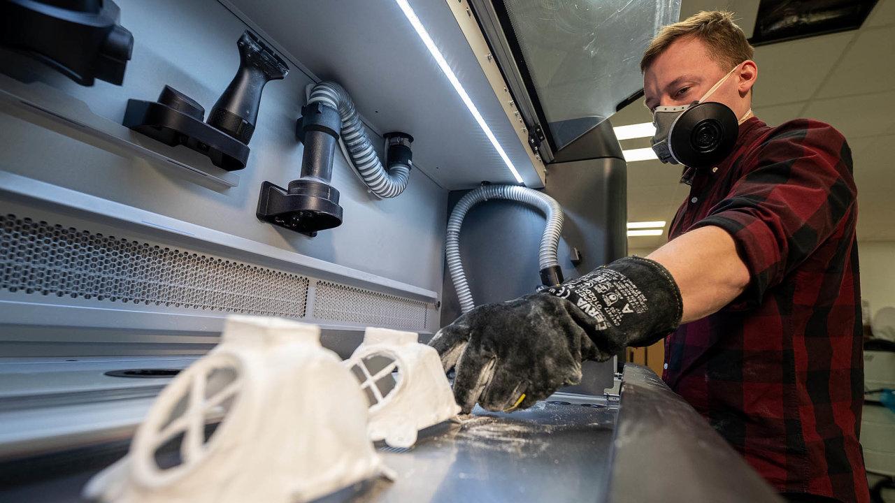Respirátor je použitelný opakovaně, snese ivysoké teploty při sterilizaci.