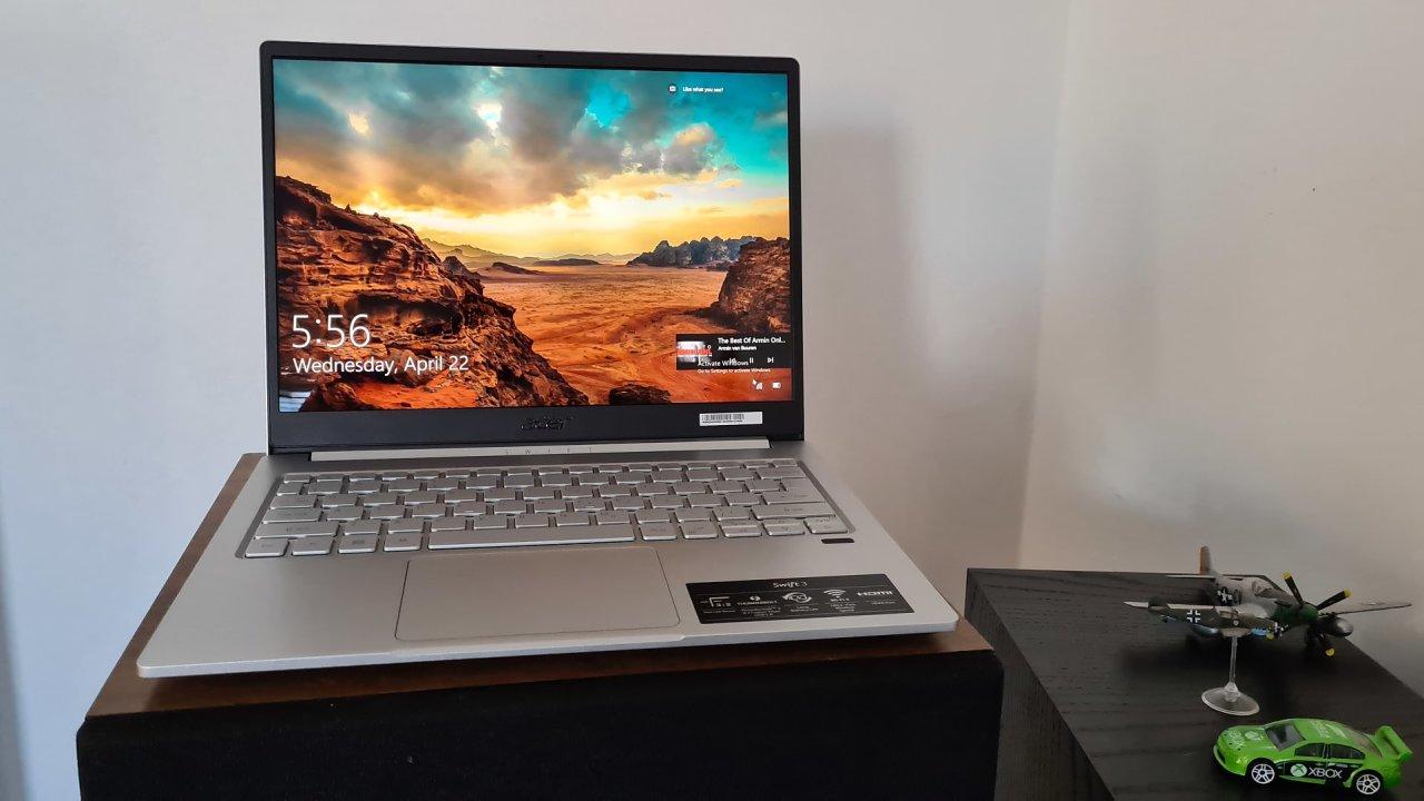 Acer poslal na trh vyzyvatele notebooků od Microsoftu s netradičním displejem a luxusní výdrží baterie
