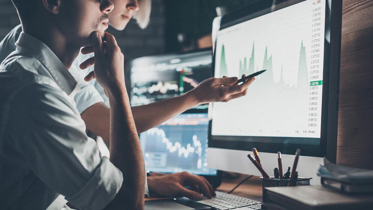 Vhodné je zaměřit se nafirmy, jejichž tržní hodnoty se výrazně propadly asoučasně dál přetrvávají možná až přehnané obavy ojejich budoucnost.