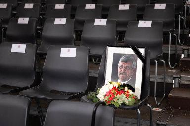 Pieta zazesnulého. Zastřeleného politika Waltera Lübckeho uctili Němci ipři loňských Dnech Hesenska. Včera začal soud súdajným vrahem ajeho komplicem.