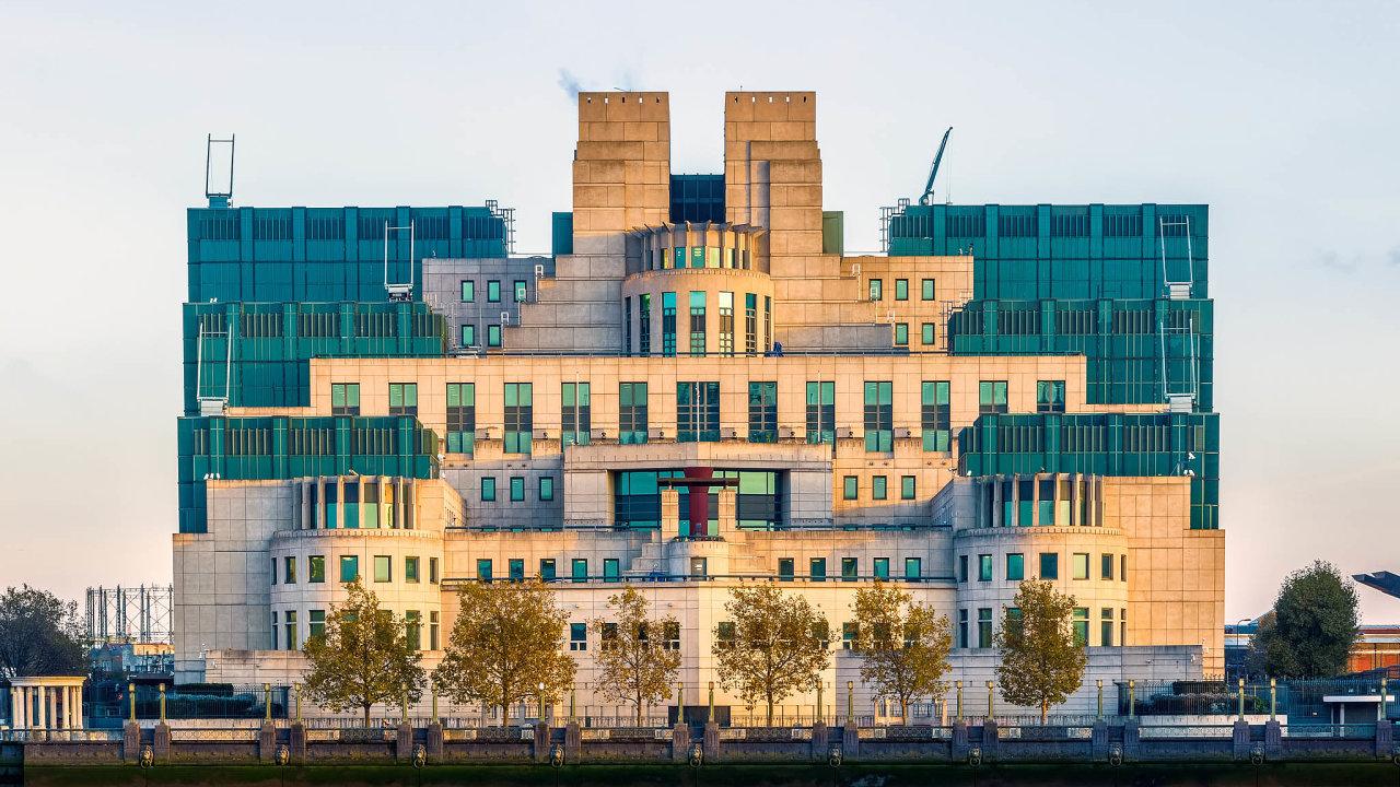 Centrála MI6. Britská výzvědná služba svedla před rokem 1989 souboj ise špiony zkomunistického Československa.