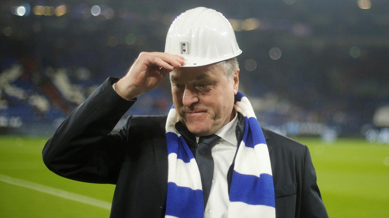 Sbohem, Schalke. Zpozice šéfa dozorčí rady fotbalového klubu Schalke 04 odstoupil Clemens Tönnies téměř podvou desítkách let.