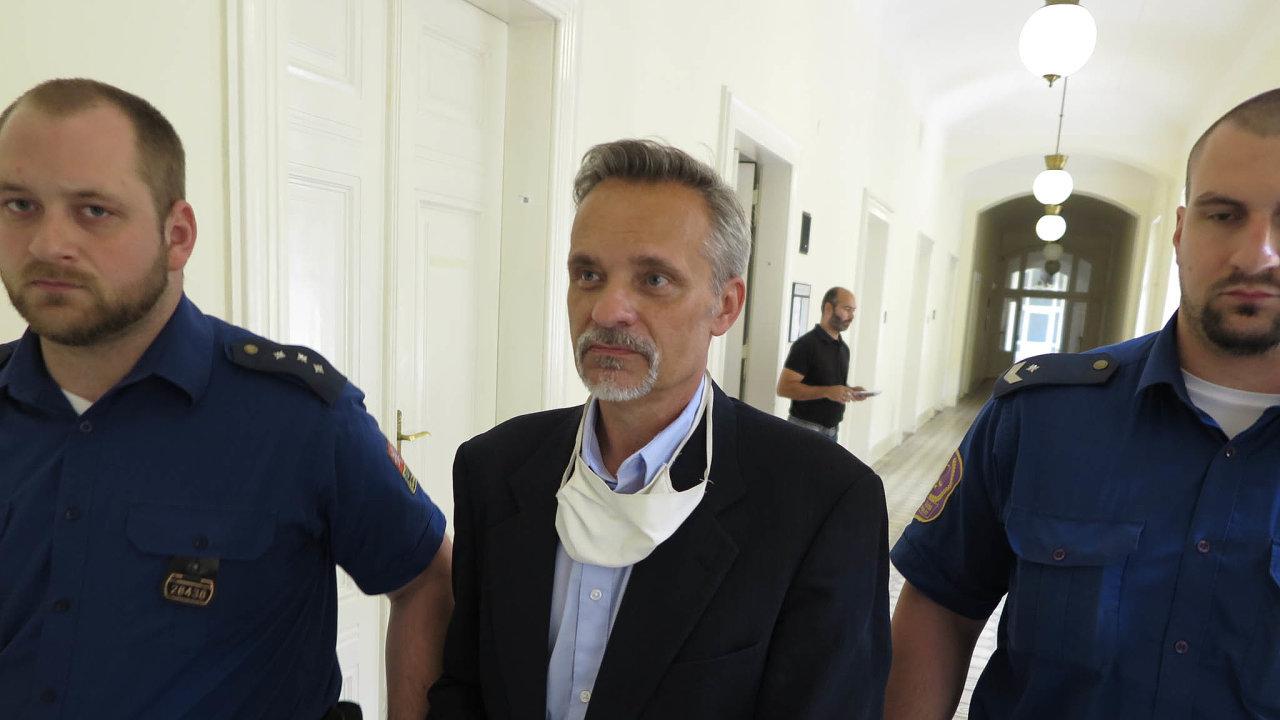 Podnikatel Miloš Skořepa u soudu.