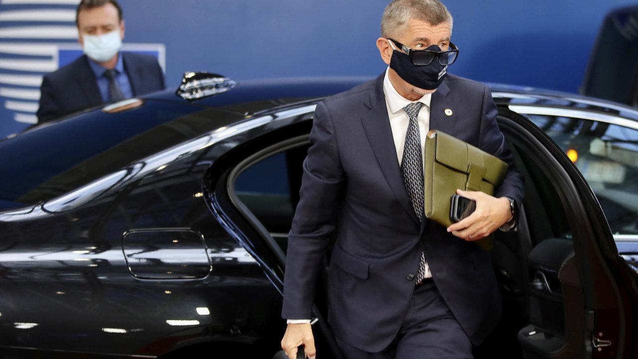 Jedeme propeníze: Premiér Andrej Babiš mluví doma silácky, vBruselu ale mlčí, když dostane pár miliard navíc, popisuje expert naEvropskou unii aeurozónu Daniel Gros.