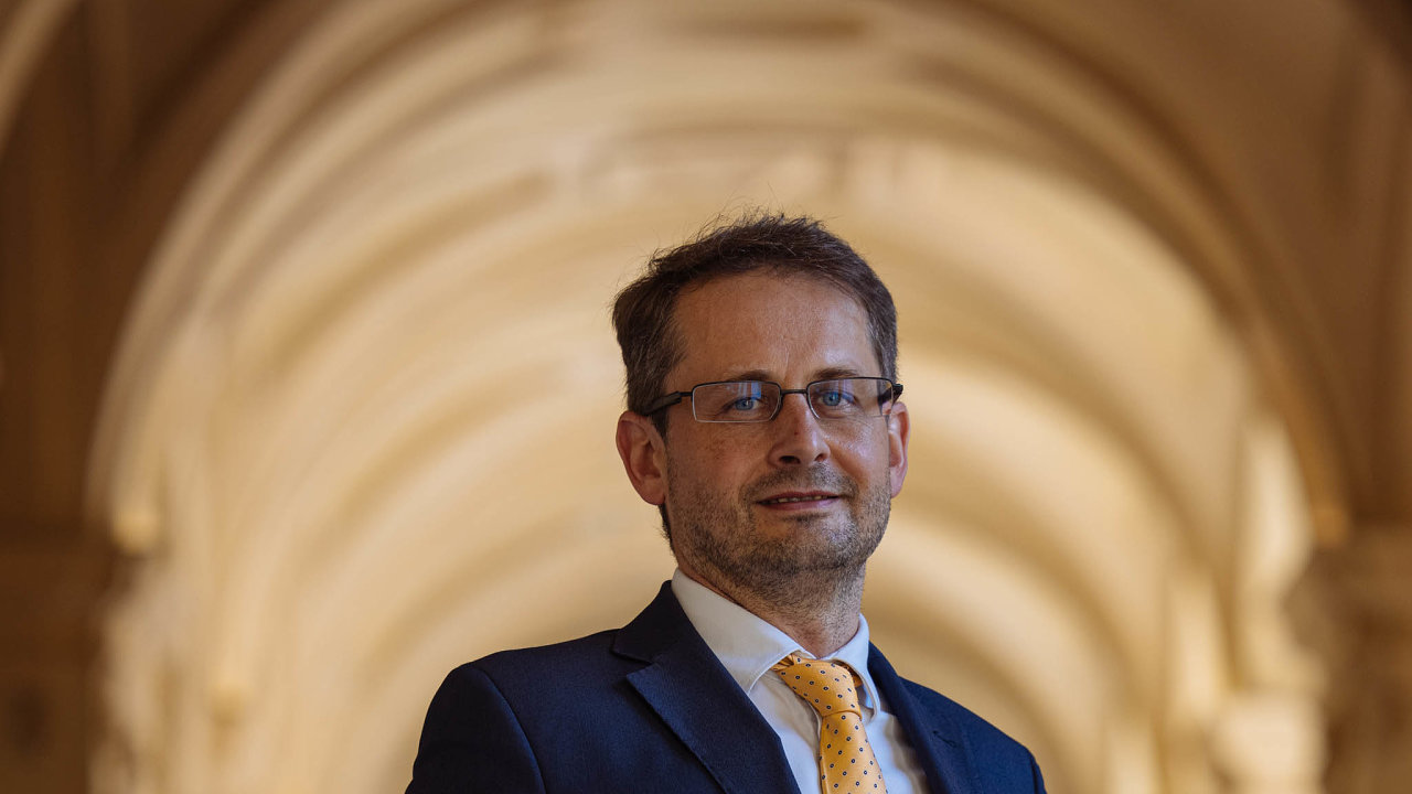 Náměstek Martin Smolek vede naministerstvu zahraničí právní akonzulární sekci.