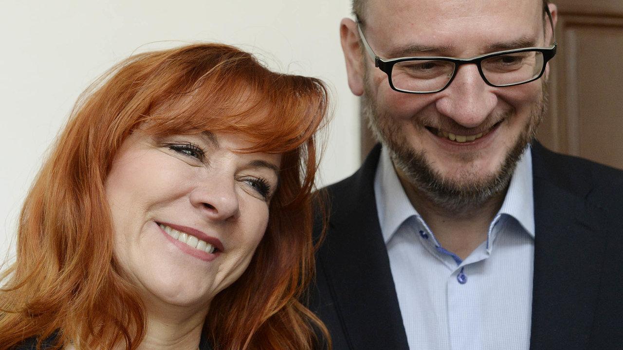 Soud – zatím nepravomocně– zprostil viny bývalého premiéra Petra Nečase (ODS) i jeho manželku Janu (dříve Nagyovou) v korupční kauze takzvaných poslaneckých trafik.