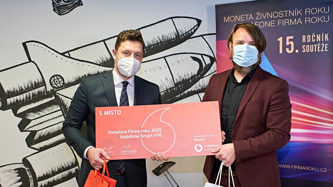 (Zleva) Ředitel společnosti S.A.B. Aerospace Petr Kapoun aředitel podnikatelských soutěží Petr Lutonský