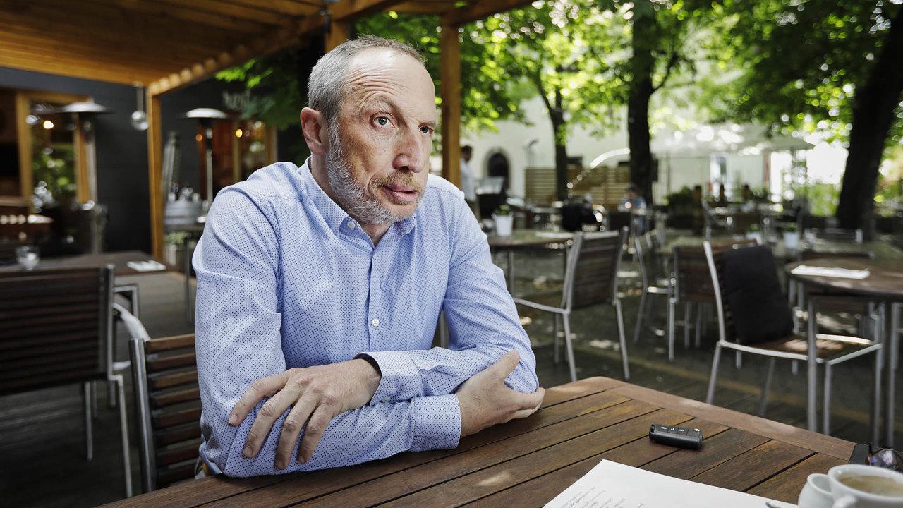 Václav Klaus ml. coby předseda hnutí Trikolóra vyjednává s dalšími menšími stranami o spojení do sněmovních voleb.